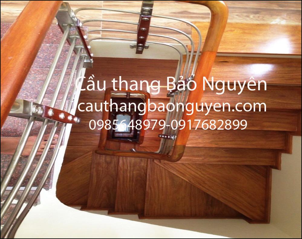 cầu thang inox kết hợp tay gỗ hương đẹp M1