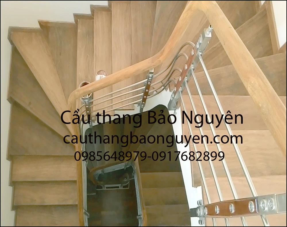 mẫu cầu thang inox tay gỗ lim elip đẹp M2