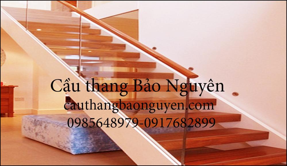 cầu thang kính kiểu ốp cốn hiện đại đẹp M3