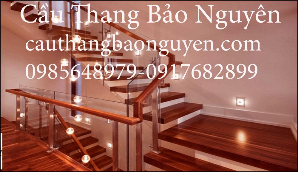 cầu thang kính hiện đại kết hợp bậc gỗ nam phi đẹp M5