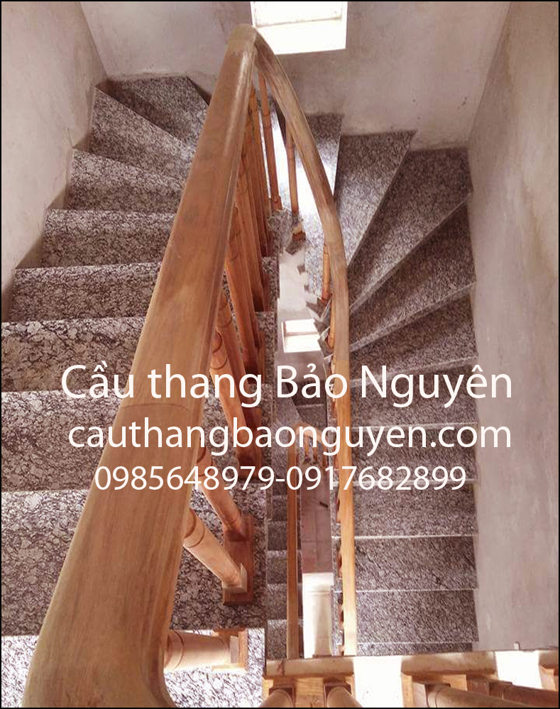 Mẫu tay vịn cầu thang mặt đá đẹp gỗ lim ô can M2