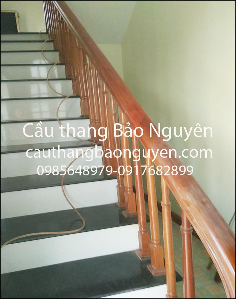 tay vịn song tiện lan can cầu thang gỗ lim M3
