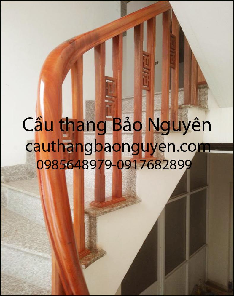 mẫu tay vin cầu thang con tiện kép kẹp chiện gỗ nghiến M7