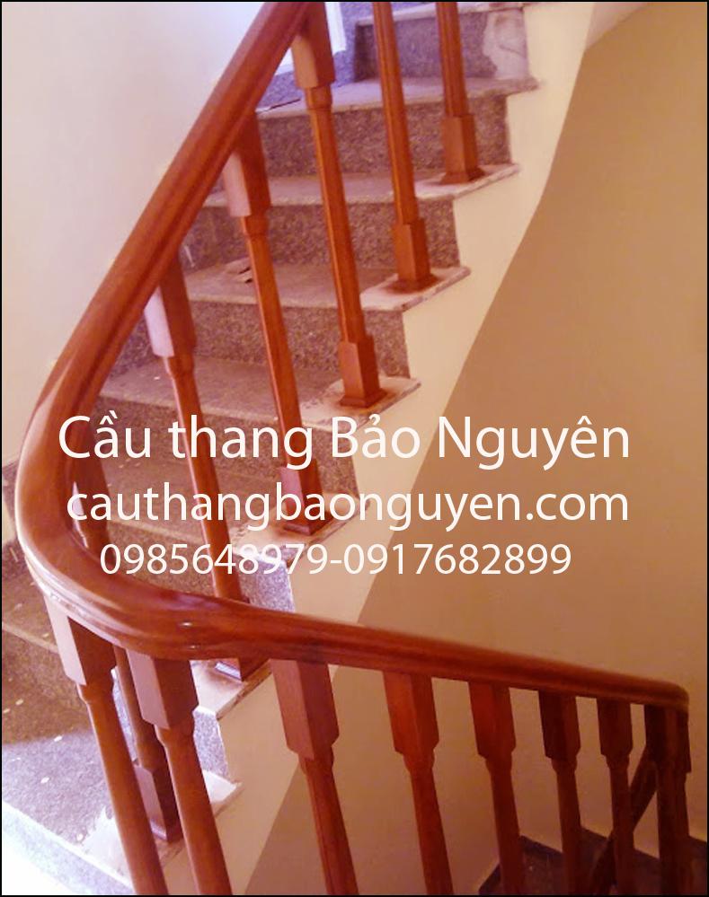 mẫu cầu thang tay vịn con tiện vuông 2 đầu gỗ lim đẹp M9