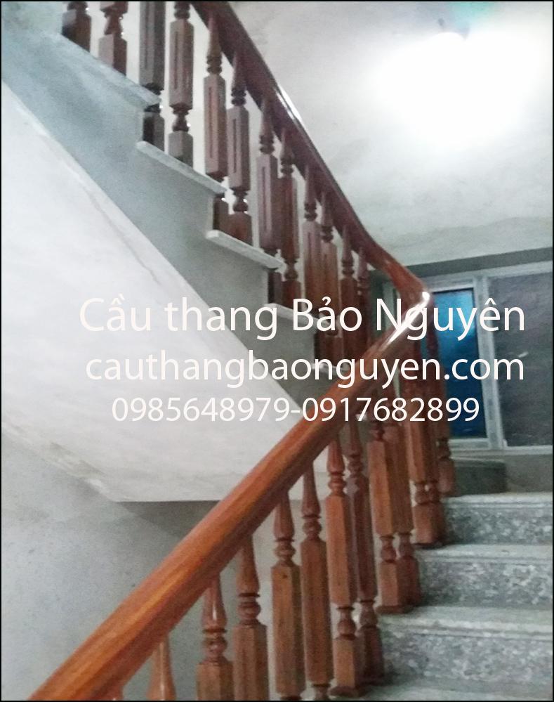 mẫu tay vin con tiện cầu thang gỗ lim lào M10