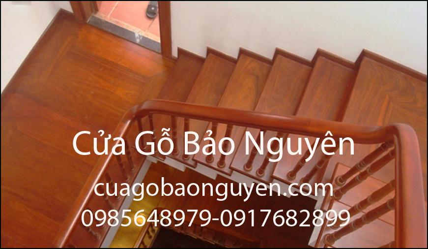 Mẫu cầu thang mặt bậc ốp gỗ lim đẹp M2