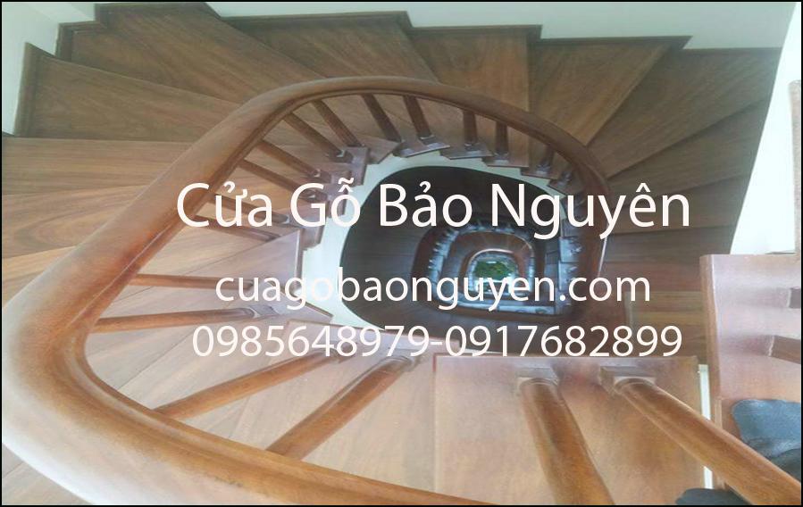 mặt bậc cầu thang ốp gỗ lim đẹp tuyêt M9