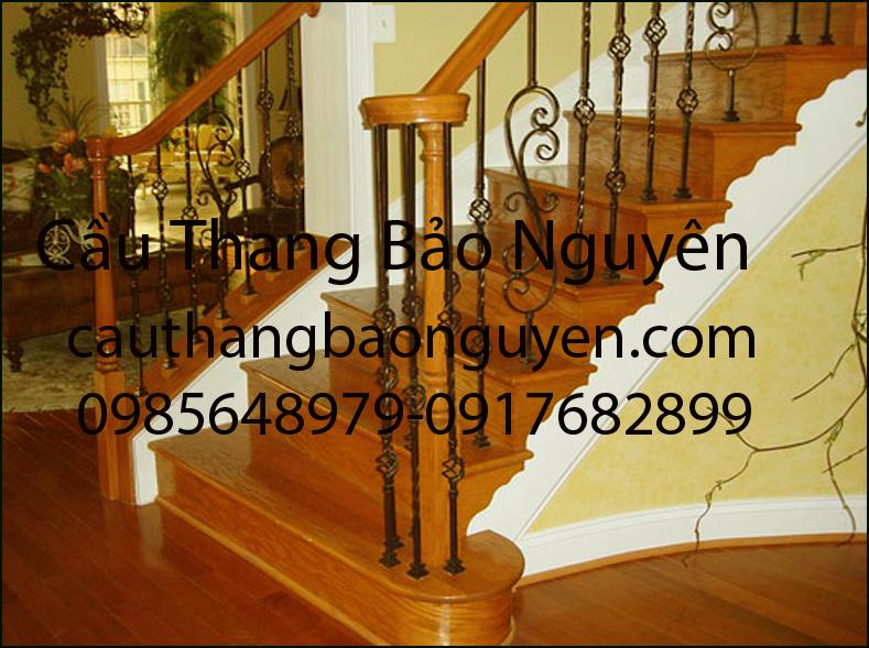 cầu thang bậc gỗ song sắt mỹ nghệ đẹp M2