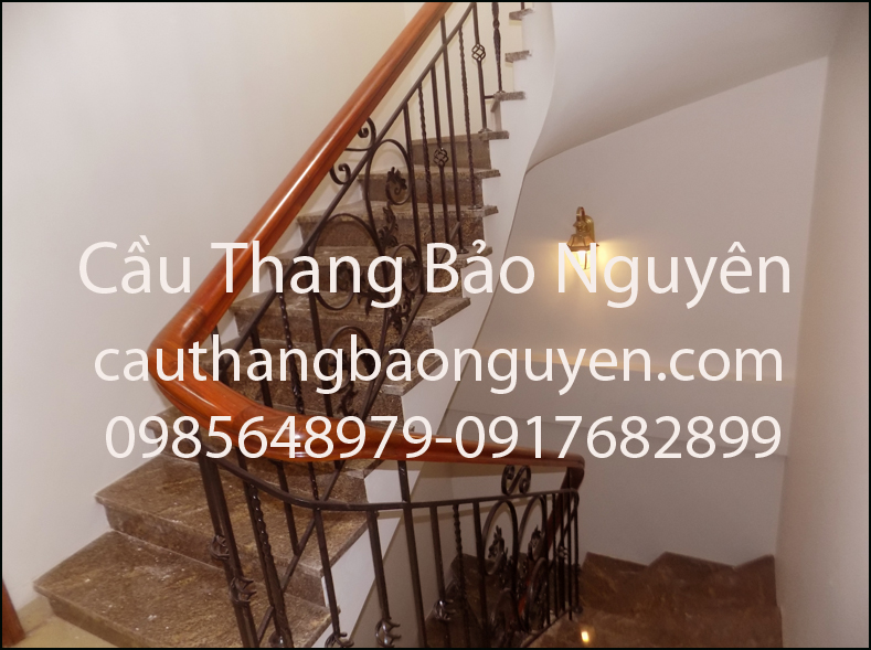 cầu thang tay gỗ lim song sắt nghệ thuật đẹp M3