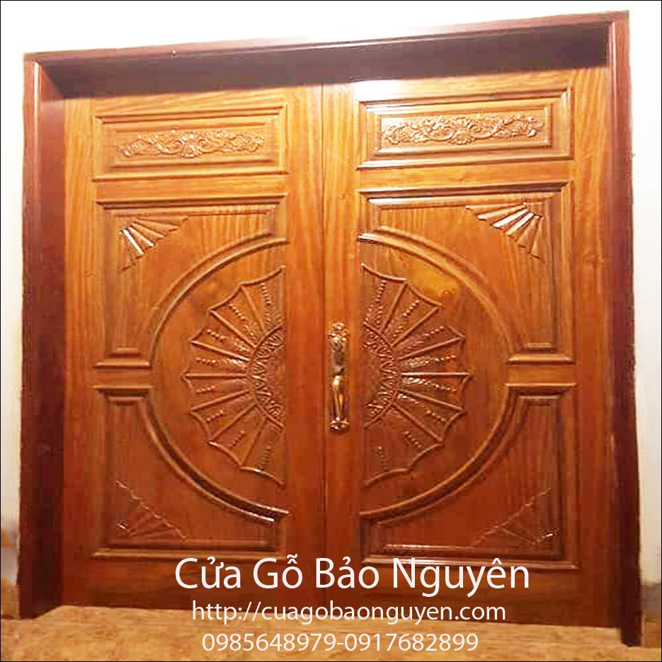 Cửa gỗ Lim 2 cánh mặt tiền đục chạm hình lá lúa đẹp M18