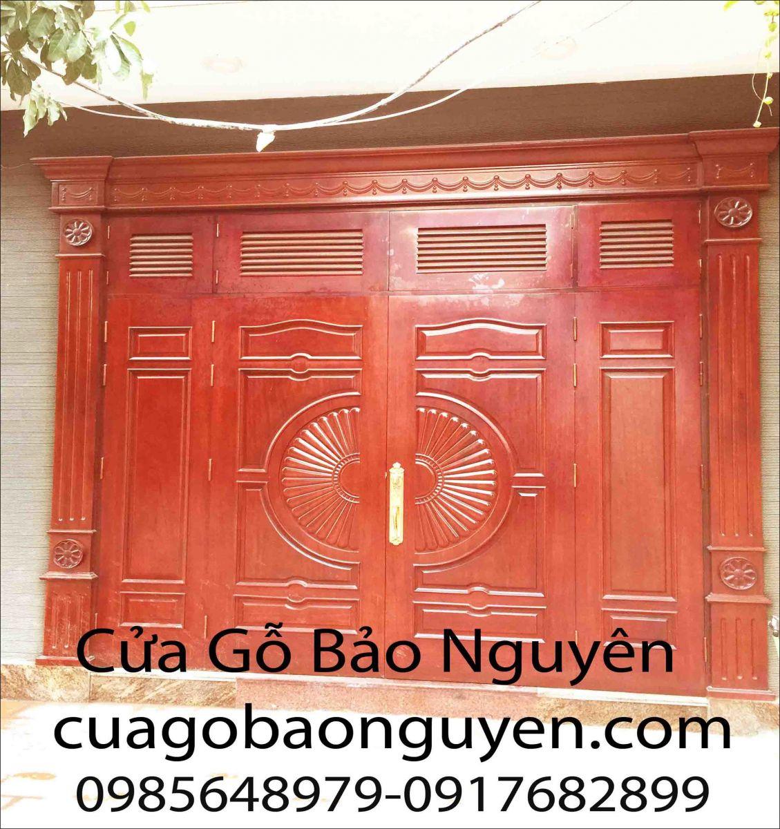 cửa đi mặt tiền 4 cánh vòm quạt gỗ lim nam phi nẹp đắp M4