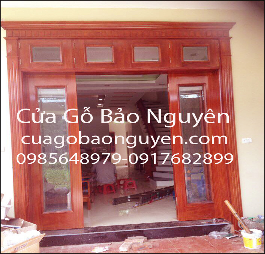 cửa 4 cánh kính mặt tiền gỗ lim đẹp M8