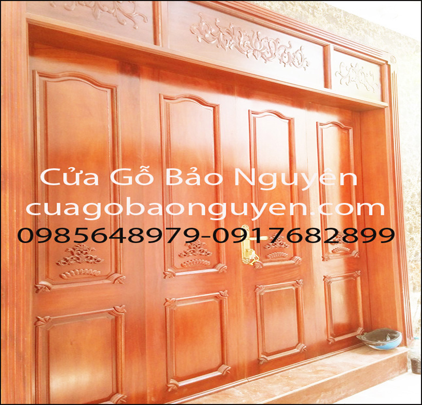 cửa đi gỗ dổi đẹp nẹp đắp nổi M14