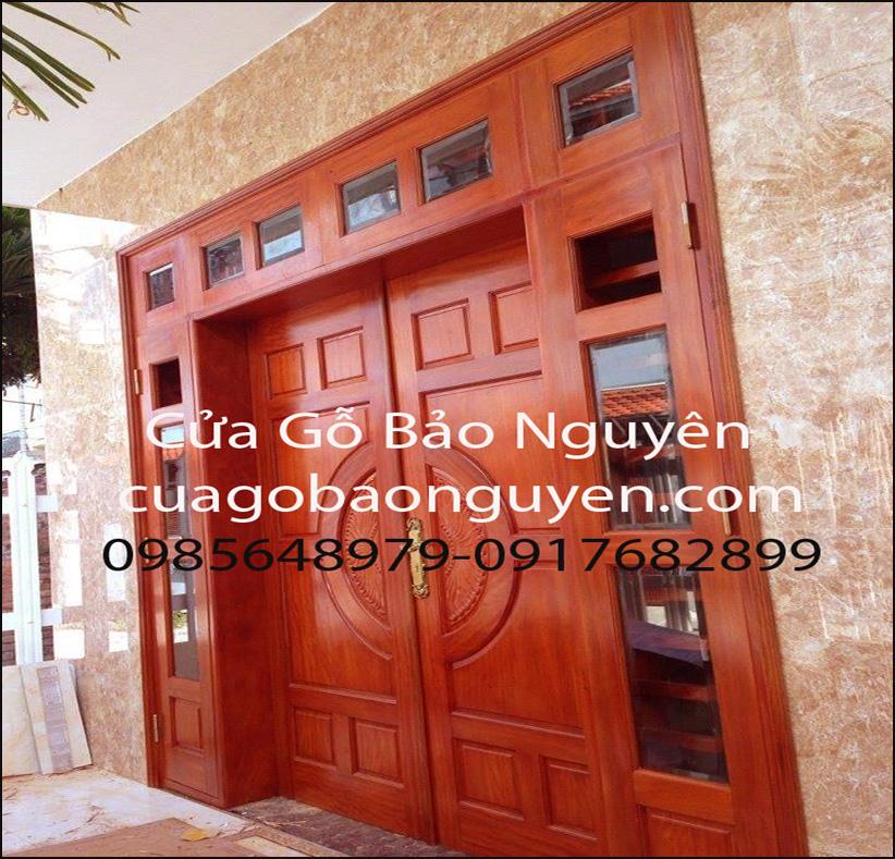 cửa đi 4 cánh kính cặp nách đẹp gỗ lim M15