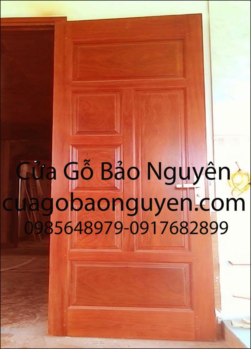 cửa gỗ thông phòng 6 lá lệch gỗ lim đẹp M5